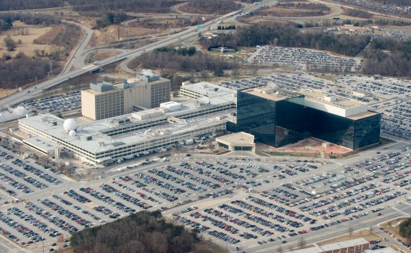 米国国家情報局(NSA)本部。ソフトウェアの脆弱性に関する情報が集められ秘密裏に保管されている。