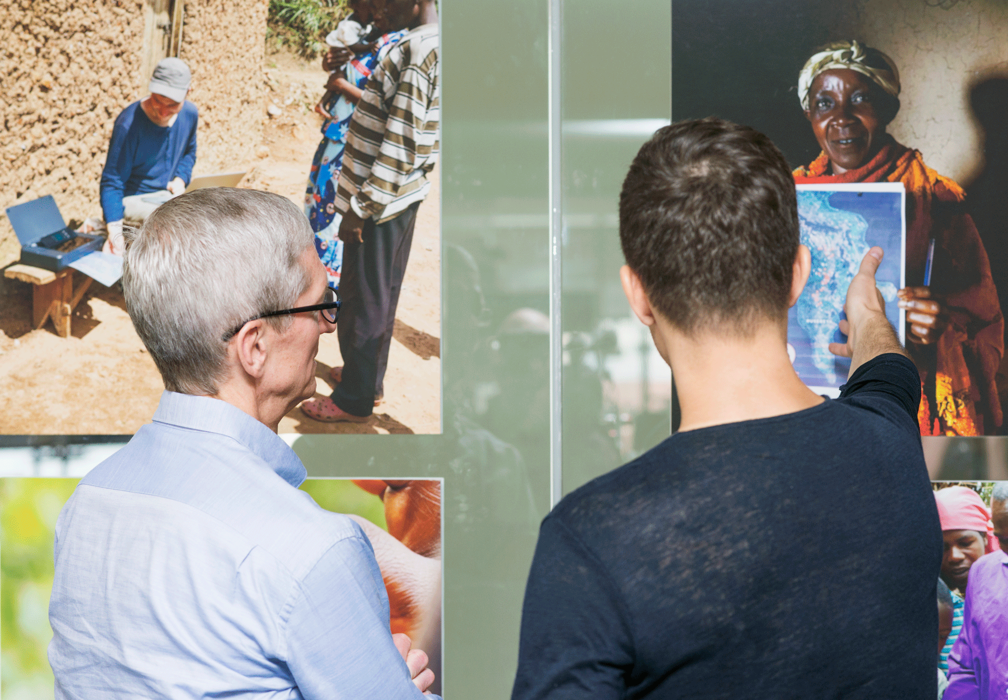 A graduate student in the Laboratory for Social Machines at the MIT Media Lab explains his research to Apple CEO Tim Cook.